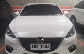 White Mazda 3 for sale in Parañaque