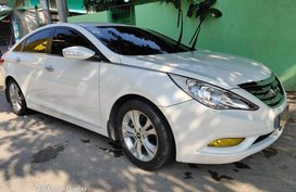 White Hyundai Sonata for sale in Quezon City