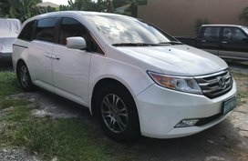 Selling Pearl White Honda Odyssey for sale in Pasig