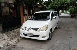 Selling White Toyota Innova in Liloan