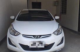 Selling White Hyundai Elantra in Carmona