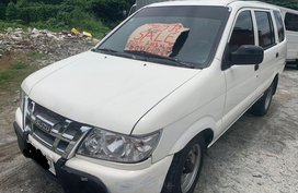 Sell White Isuzu Crosswind for sale in Manila