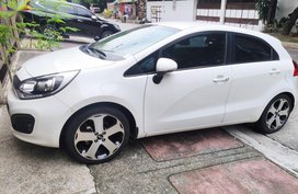 Selling White Kia Rio for sale in Manila