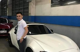 Sell White Mazda 2 in Pasig