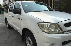 White Toyota Hilux 2010 for sale in Quezon City