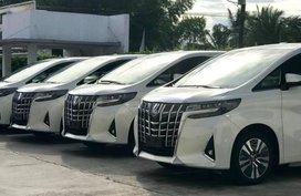 Selling White Toyota Alphard in Quezon City