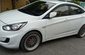 White Hyundai Accent 2014 for sale in Santa Rosa