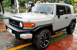 White Toyota Fj Cruiser 2015 for sale in Manila