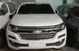 Selling White Chevrolet Colorado in Manila