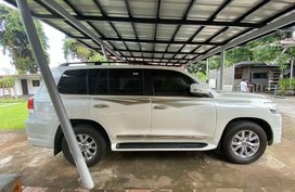 Sell White Toyota Land Cruiser in Manila
