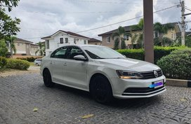 Sell White Volkswagen Jetta in Manila