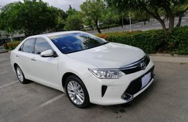 Sell Pearl White 2017 Toyota Camry in Bacoor