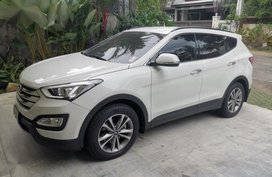 White Hyundai Santa Fe for sale in Quezon City