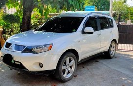 Selling White Mitsubishi Outlander 2014 in Marikina