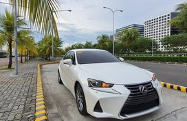 Selling Pearl White Lexus IS 350 2018 in Quezon City