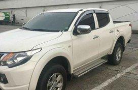 Selling Pearl White Mitsubishi Strada in Cainta