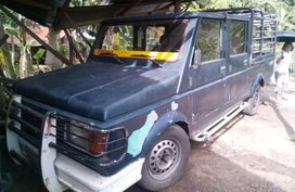 Selling Black Isuzu Hilander for sale in Binan
