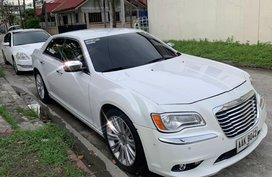 Selling White Chrysler 300c in Angeles