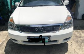 White Kia Carnival for sale in Manila