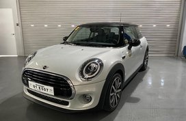 Selling Pearl White Mini Cooper 3-Door 2020 in Pasig