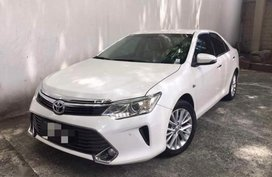 Pearl White Toyota Camry for sale in Parañaque