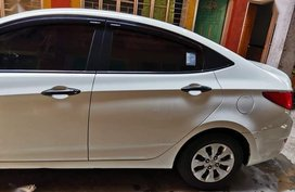 Pearl White Hyundai Accent for sale in Quezon