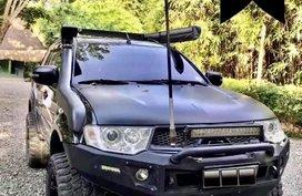 Selling Black Mitsubishi Montero in Las Piñas