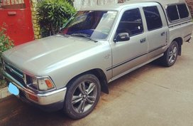 Selling Silver Toyota Hilux in Quezon City