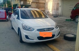 Selling Pearl White Hyundai Accent in Manila