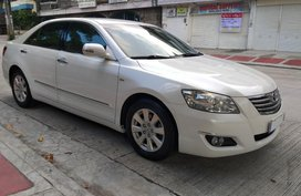 Selling White Toyota Camry in Quezon City