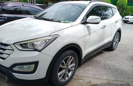Sell Pearl White 2013 Hyundai Santa Fe in Manila