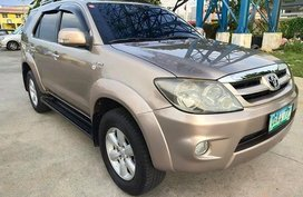 Selling Gold Toyota Fortuner 2006 SUV in Manila