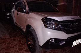 Isuzu Mu-X Pearl White 5 Yrs Old