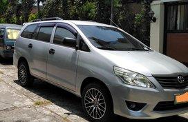 Selling Silver Toyota Innova 2012 in Las Piñas