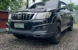Selling Black Toyota Hilux in Manila