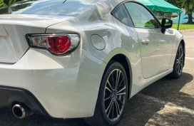 Sell Pearl White 2014 Subaru BRZ in Quezon City