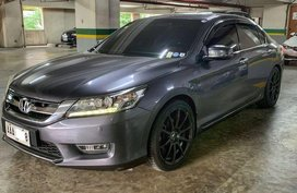 Selling Grey Honda Accord 2014 in Makati