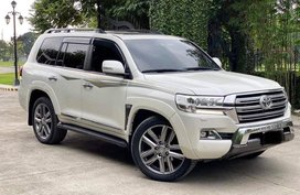 For sale!!! Toyota Land Cruiser Vx Lc200 4x4 ( Premium ) Top of the Line ( Full option ) 2017 model