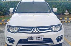 White Mitsubishi Montero Sport 2015 model