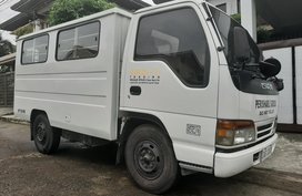 2nd Hand White Isuzu Elf 2017 for sale in Quezon City!