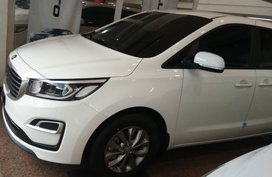 Snow white Pearl Kia Carnival EX AT 7str 2020 model SALE!!! here @ kia E. Rodriguez