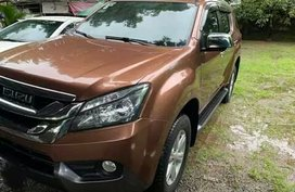 Isuzu MU-X 2015 ( outback brown )