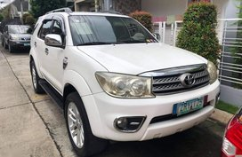Selling White Toyota Fortuner 2009 in Laguna