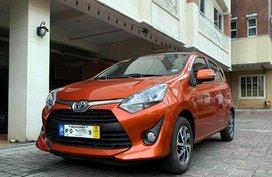 Selling Orange Toyota Yaris 2019 in Manila