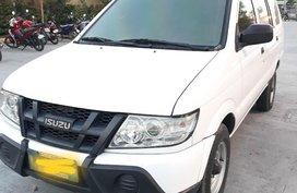 Sell White 2013 Isuzu Crosswind in Concepcion