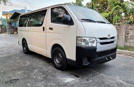 Toyota Hi Ace Commuter 3.0 2016 MT