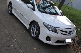 Selling White Toyota Corolla Altis 2011 in Marilao