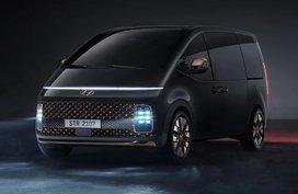 2022 Hyundai Staria up close video reveals radical design in the metal
