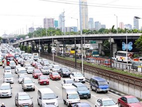 MMDA considers charging private motorists on EDSA