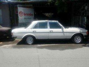 1980 Mercedes Benz 300D White MT